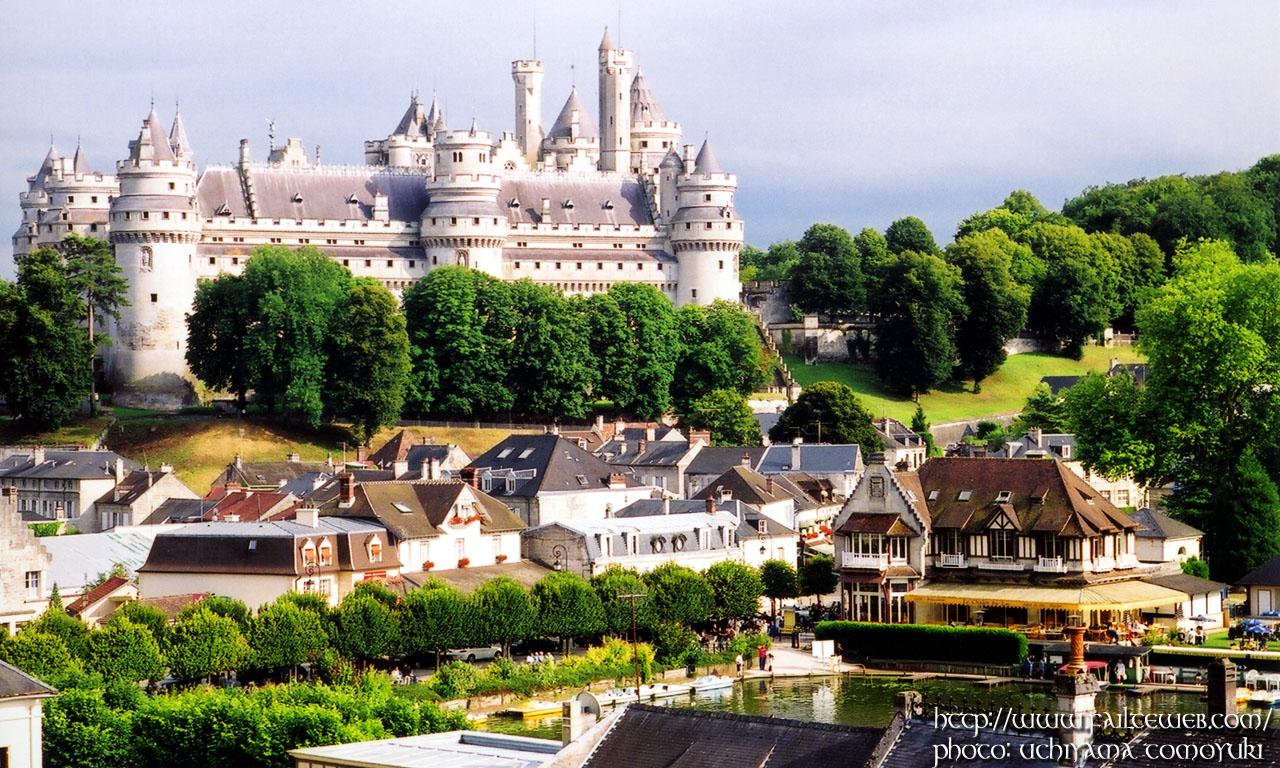Chateau de Pierrefonds WALLPAPER